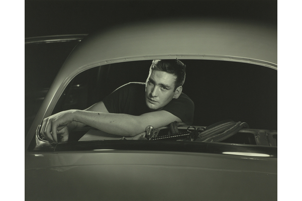 <strong>Yousuf  Karsh</strong>, <em>Gow Crapper Putting trim cord on rear window, Trim Line No. 1, Plant No. 4</em>, 1951, gelatin silver print, 20.5&nbsp;cm x 25.4&nbsp;cm<br />Gift of the Ford Motor Company of Canada, Limited, 2013, 2013.034