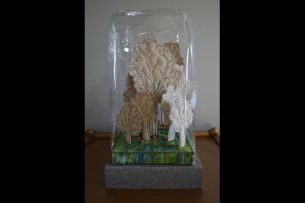 Kewy Janisse,Forest Landscape, cloches, 2020,canvas, vinyl, watercolour, wood et string,20 x 25 x 33 cm